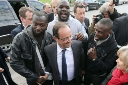 hollande with voters.jpg